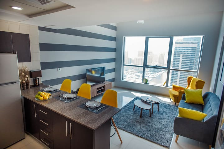 Amazing 1BR with Dubai Marina & Sea view