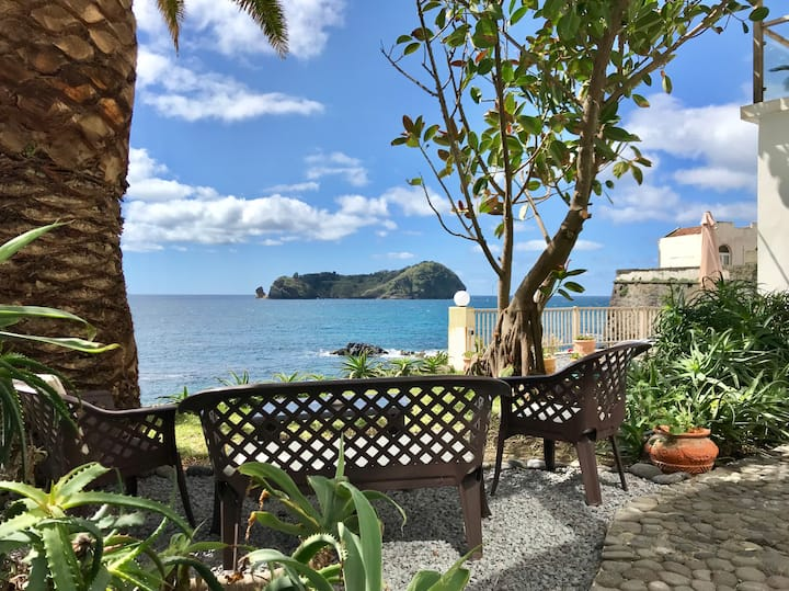 """A Villa by the Sea-Room """"Suite do Garajau-rosado"""""""