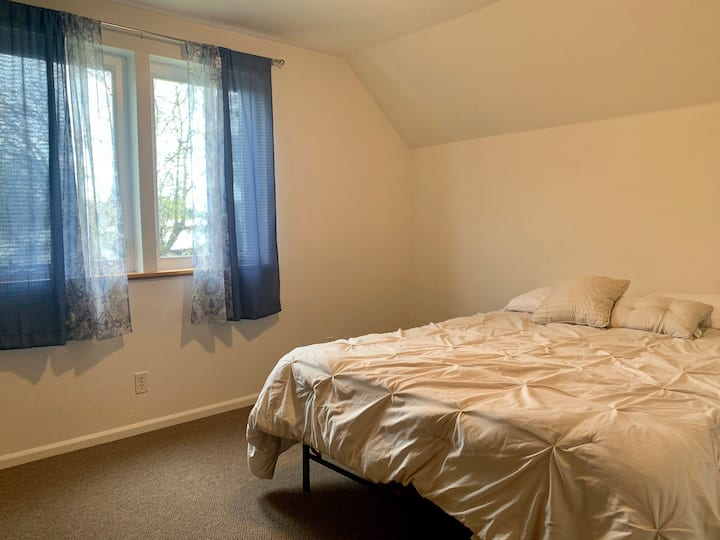 Private room, no cleaning fees