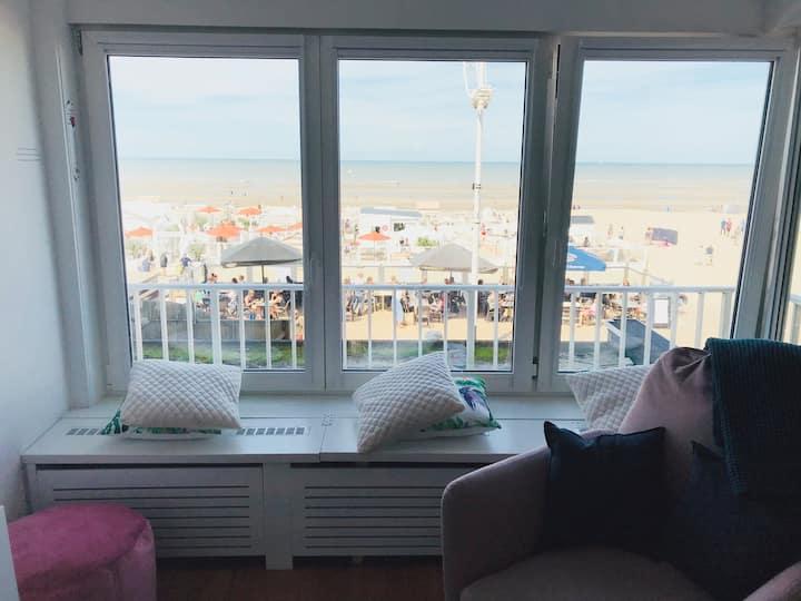 Appartement aan het strand, prachtig zicht,parking