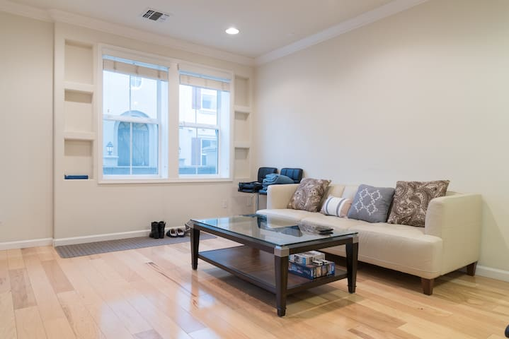 Beautiful + Modern 1 Bedroom Condo - Dublin - Condo