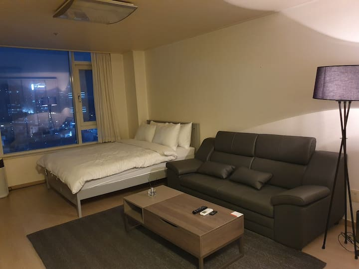 [Aqua Premium Residence] 3 min from Sinsa Station