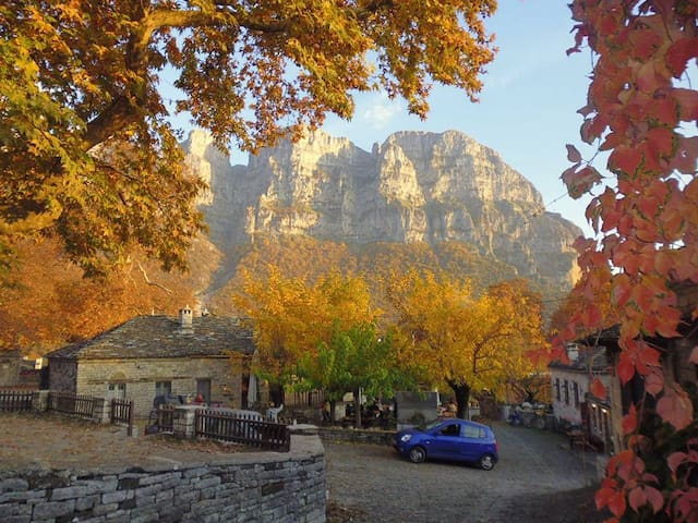 The best season to visit Papingo is late auttumn and you can guess why!
