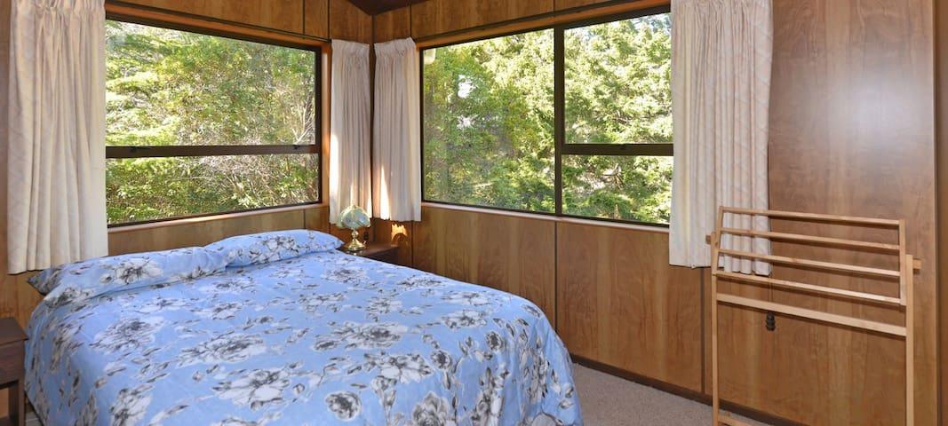 Bedroom 3 (Upstairs): Queen bed.