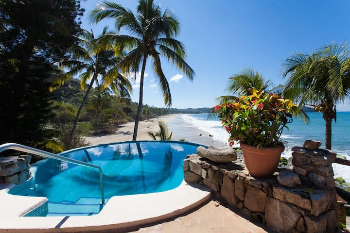 SM(CKM)2b/2b Beachfront Villa,Pool,Views,walk town