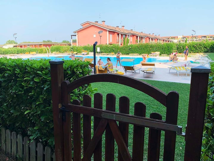 Lake Garda-Desenzano 2 bedrooms, garden & pool