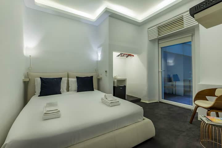 NEW! Modern Suite Private Bath + Patio in Chiado