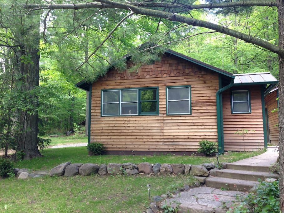 Forest retreat near lake mi and crystal mountain cabins for Crystal mountain cabin rentals