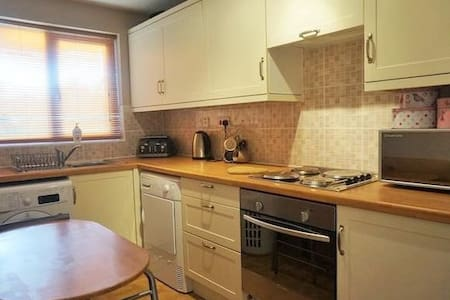 Whole Flat in Lovely Part of Sutton Coldfield - Apartment