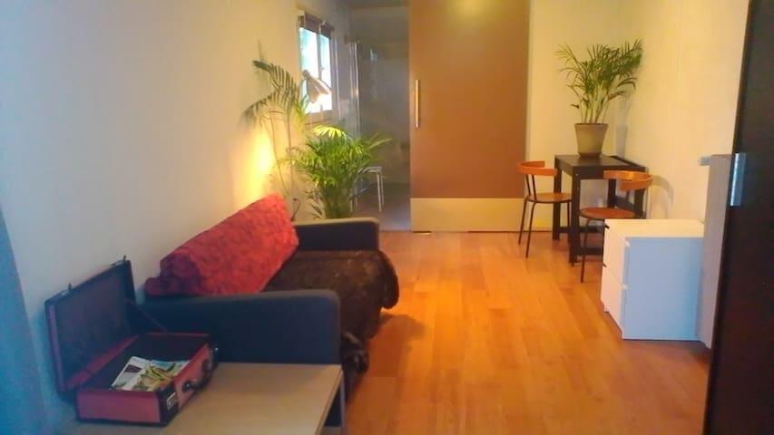 Jolie chambre-salon, entrée privée - Saint-Cirq-Lapopie - Bed & Breakfast