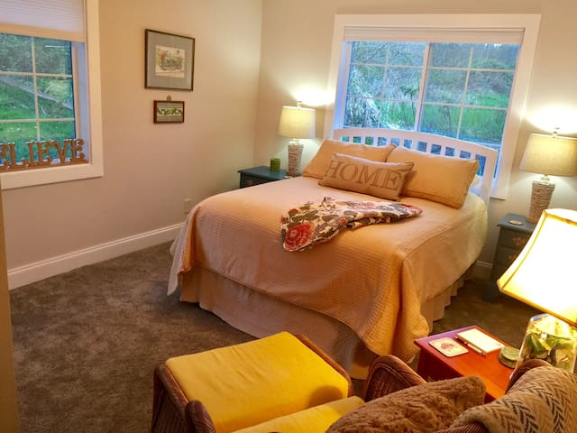 Cottage House - West Linn - Guest suite
