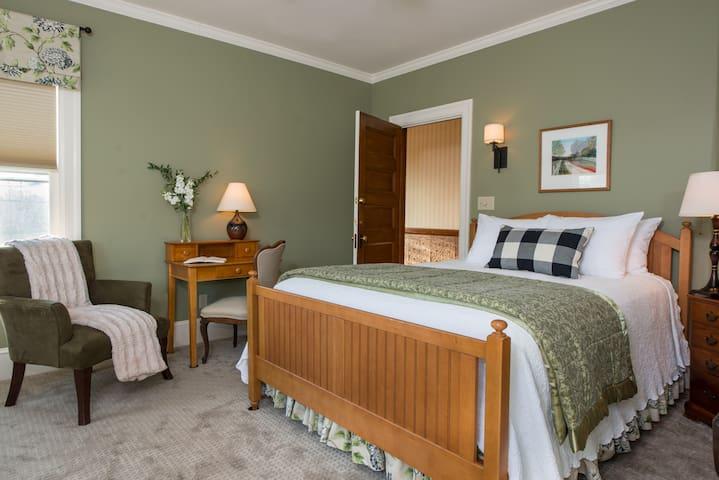 34 - Alexander Twilight Room - Swift House Inn