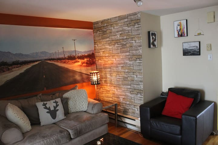 **Private bedroom in the Plateau**