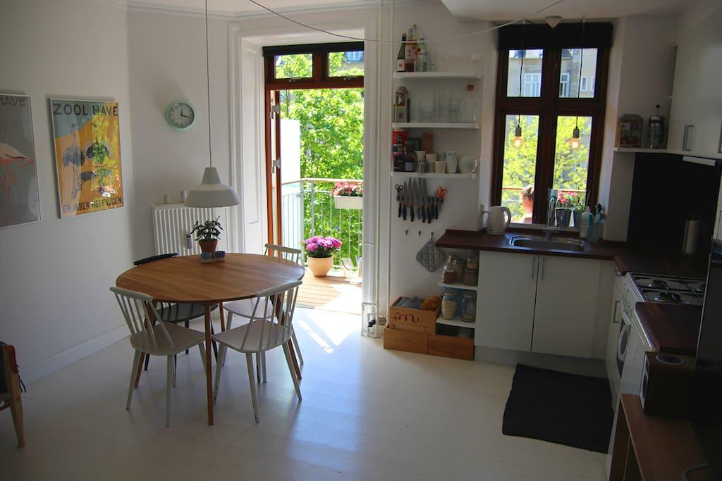 Living room and door to the terrace