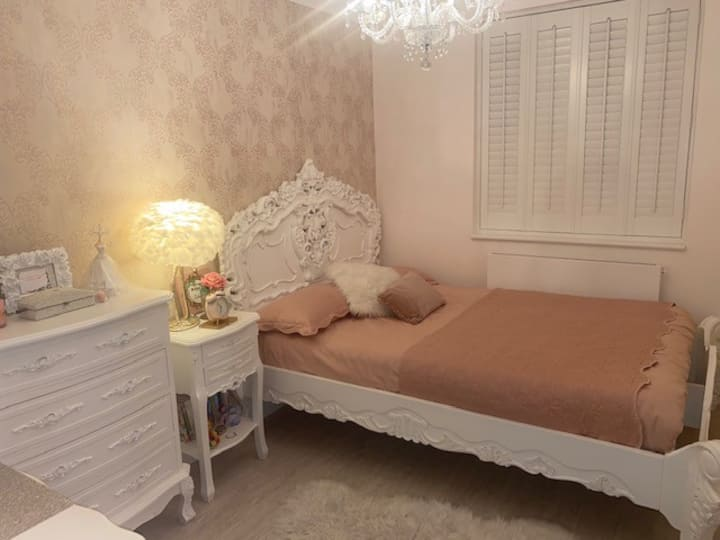 A Beautiful double bedroom - female only