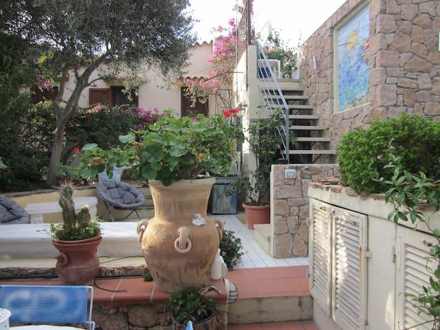 Bella casa con terrazza e giardino - Santa Teresa di Gallura - House