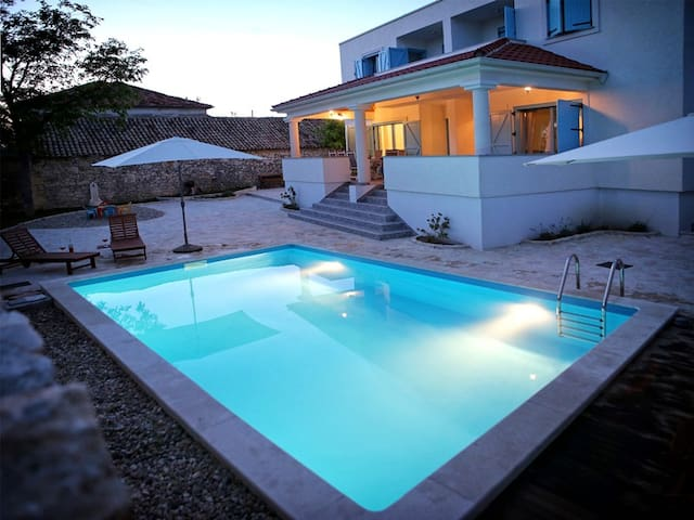 6 bedroom villa with pool for 12 person near Zadar - Nin - Villa