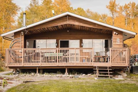 Cozy lake access cottage