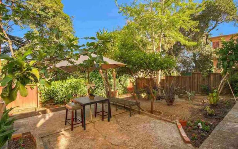 Oakland Oasis • Sparkling Clean, Private Garden