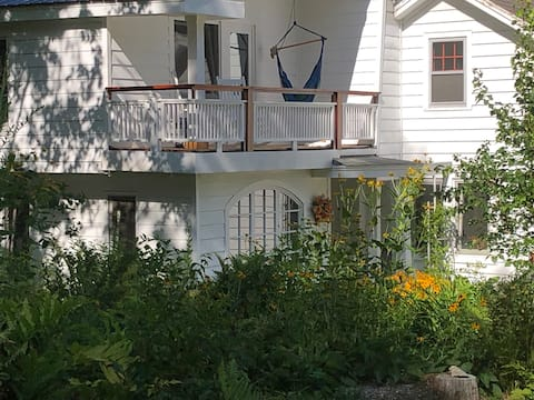THE FERN: Relax in peaceful Vermont country