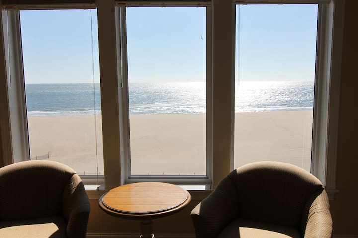 Wonderful Ocean front condo on OC  in Bemont Tower