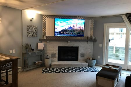 ⛷ Luxe Condo Walking Distance to Mt. Snow ⛷