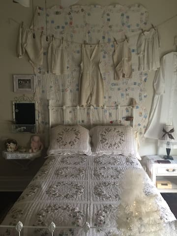 Wedding Ring Quilt Room@Rogers House B&B Canton