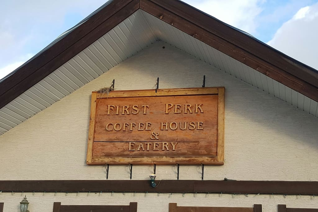 First Perk only 8 minutes away for great breakfasts or coffee.