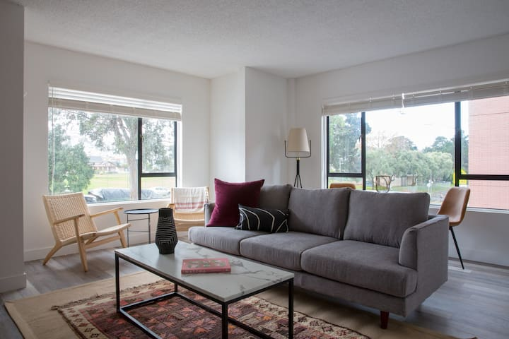 Sonder | 1550 Bay | Lovely 1BR + Gym