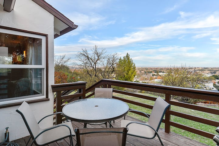 Cozy Casa Blanca -Oak Studded Views