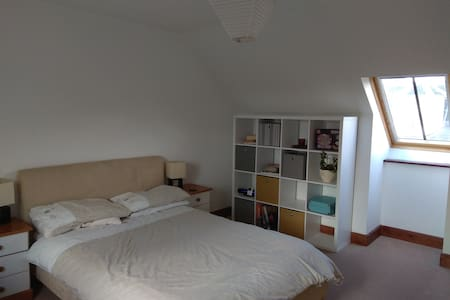 Huntly large double room to let