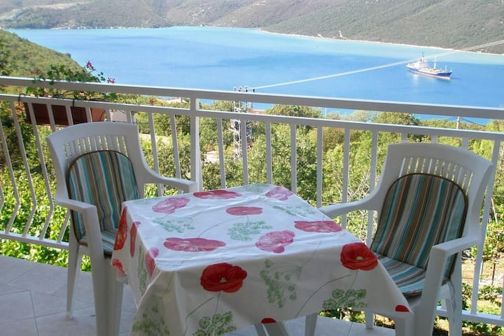 One bedroom apartment with terrace and sea view Trget, Raša (A-7687-b)