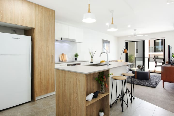 Brand new contemporary apartment. Central Location