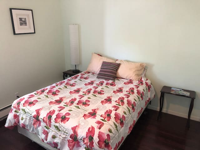 BRIGHT -  PRIVATE Room close to Downtown HFX #2