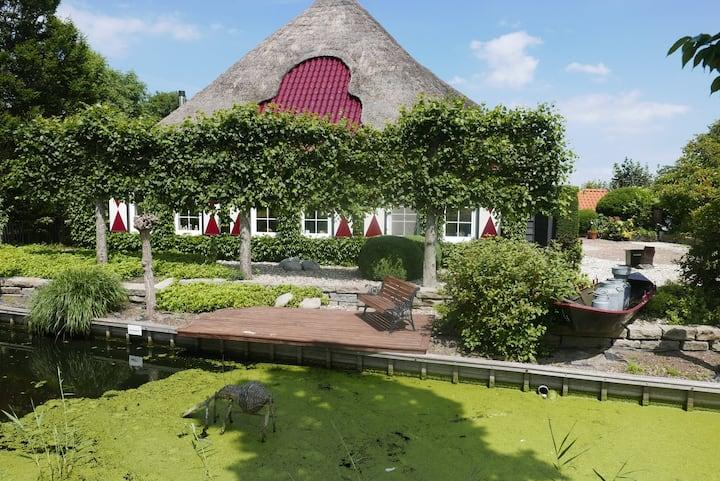 Kamer in boerderij met grote tuin en zwembad