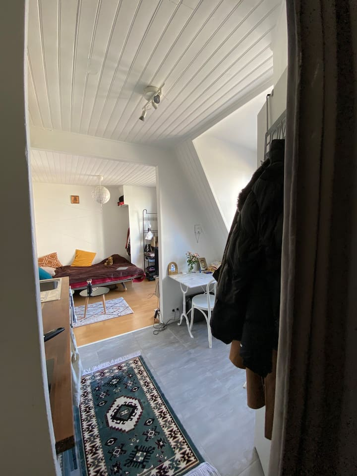 Studio for 1 or 2 person near to Père Lachaise