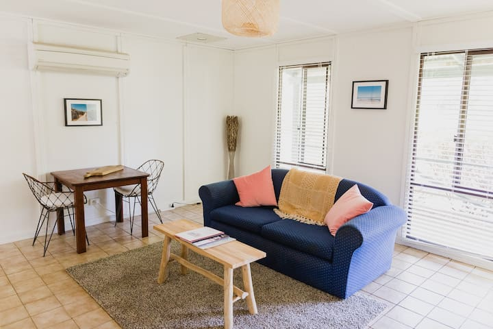 One bedroom cottage in bush setting with hotel facilities
