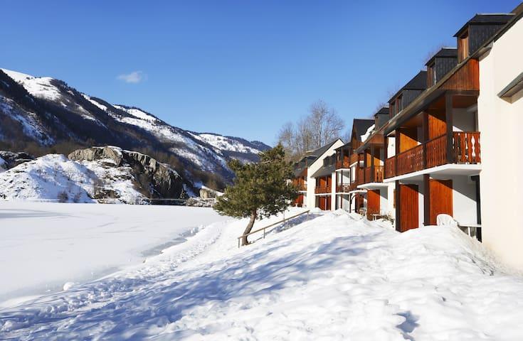 Appartement rustique et cosy sur le lac avec accès piscine extérieure | Vue magnifique !