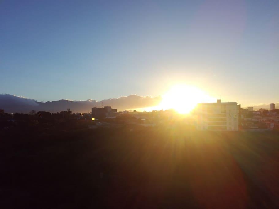 Vista al Este  al Volcán Irazú