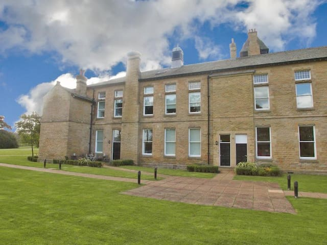 2 Bedroom Victorian Apartment, sleeps 6 - Menston