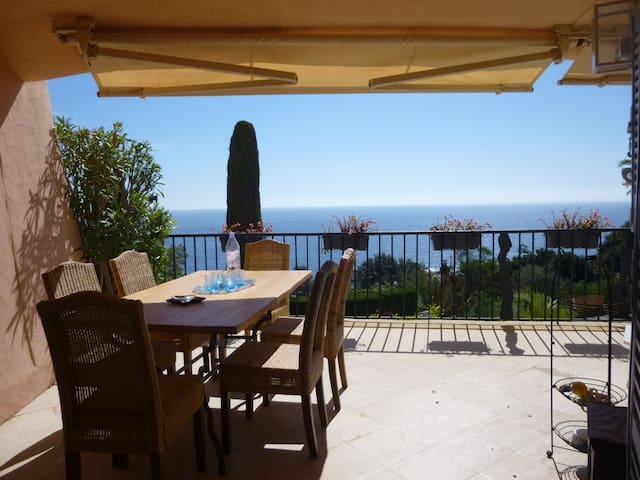 Summer rental high standard apartment in Port la Galere, near Cannes in seafront residence