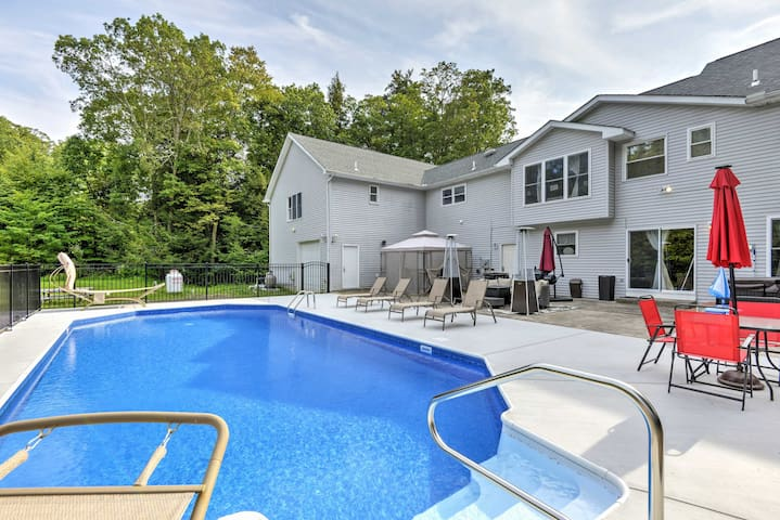 Superb Stroudsburg Home w/ Pool+Entertainment Deck