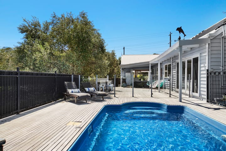 Beautiful Blairgowrie Beach House with Pool