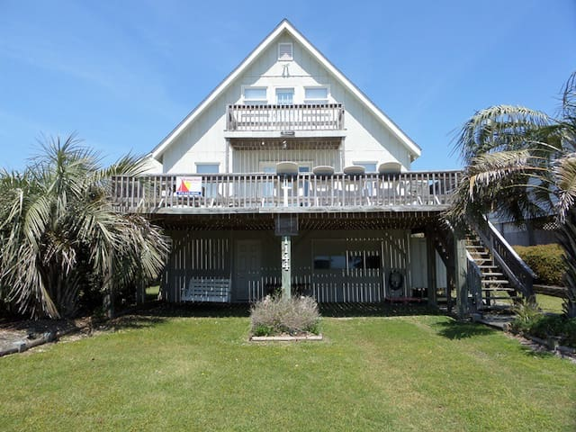 Cozy 2nd Row Beach Cottage - Holden Beach