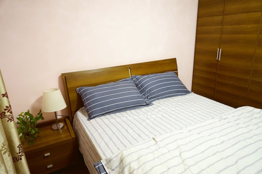 简约舒适的环境,全棉四件套,希望能有个优质的睡眠