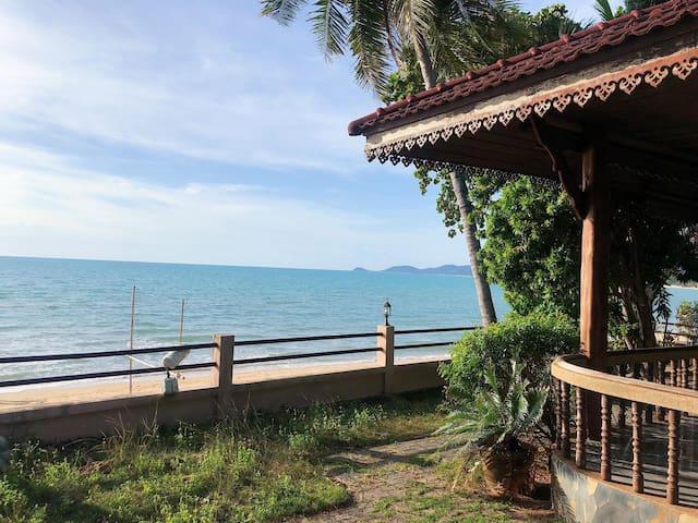 Lippa Noi Beach House