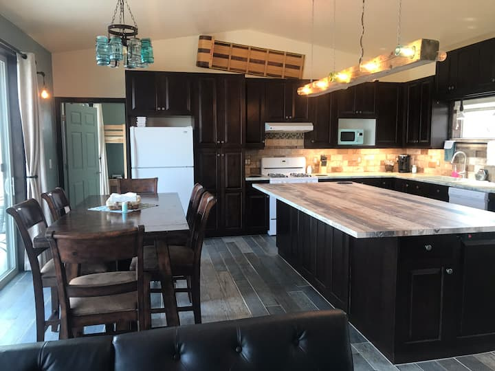 3 Bed, 2 Bath Cabin in Scenic Indianola Valley