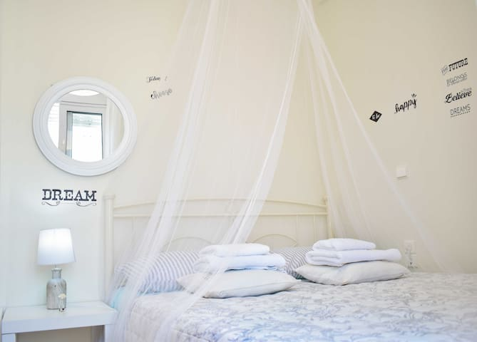 Sunny apartment close to Heraklion city centre.