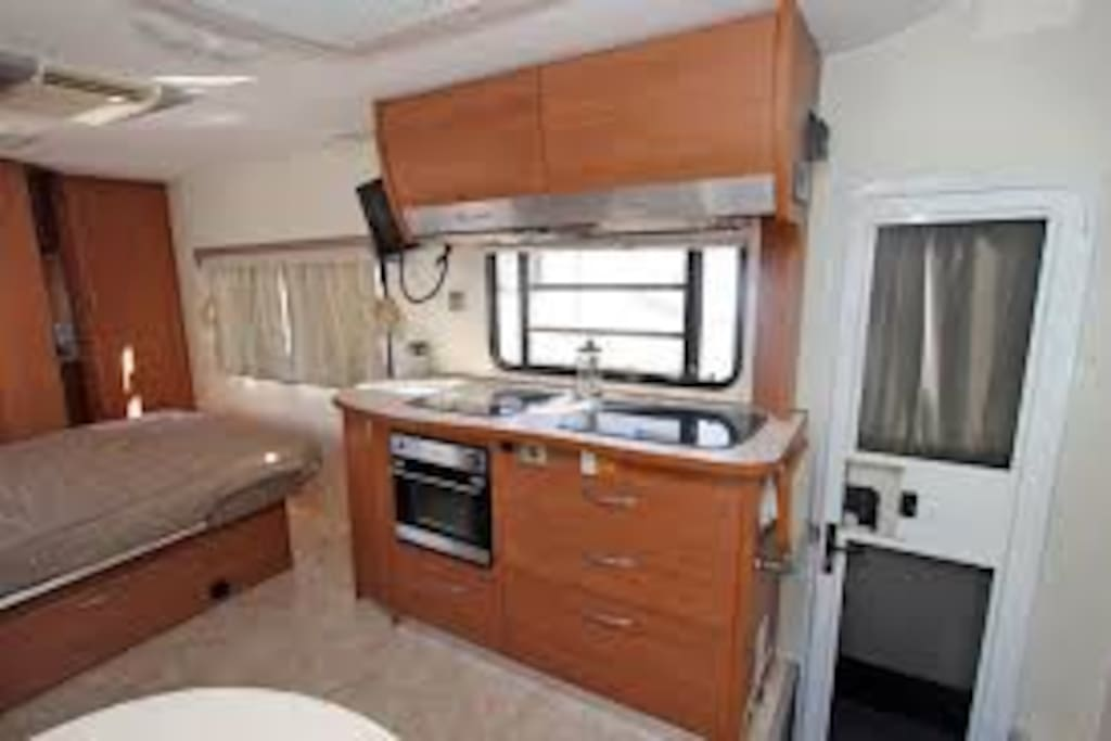 Well equipped kitchen with oven, hotplates and microwave oven