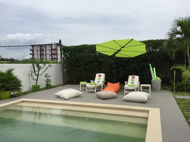 Modern 1 BD  with swimming pool